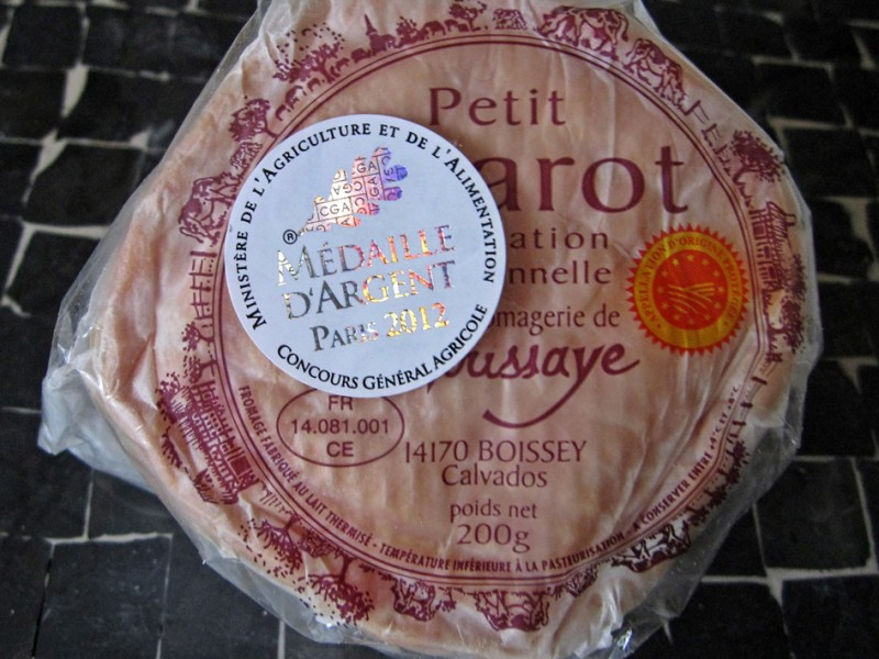 normandy-cheese-french-vache-Livarot-medaille-3-credit-dt